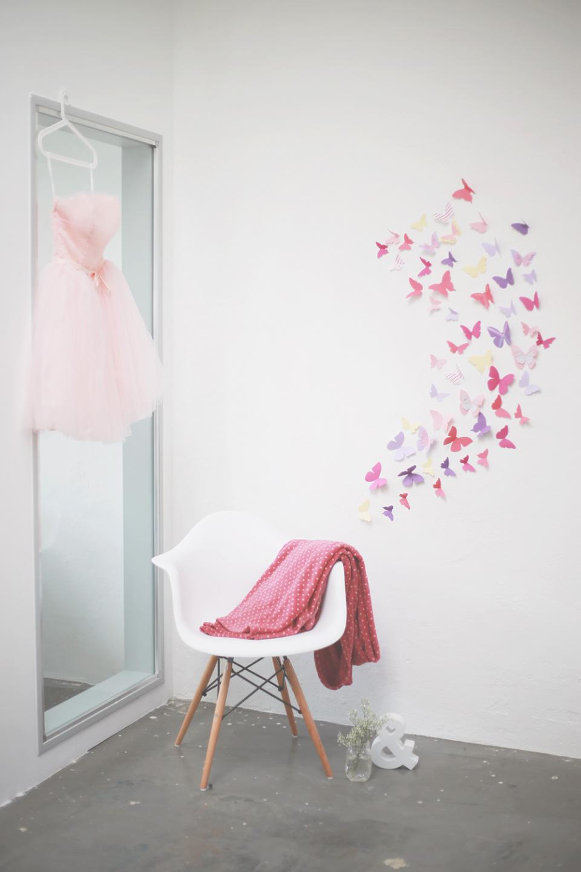 diy tonkarton schmetterlinge als wanddekoration. Black Bedroom Furniture Sets. Home Design Ideas